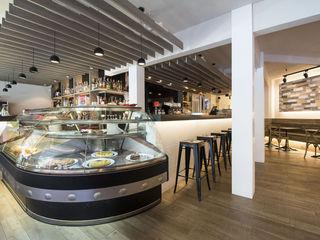 Proyecto lumínico Bar-Cafetería Chapeau Luxiform Iluminación Bares y clubs de estilo moderno