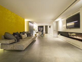 Interior Casa Particular Luxiform Iluminación Comedores de estilo minimalista