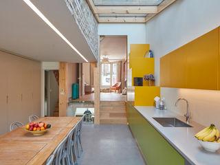 Kitty's Coloured House Draisci Studio Cucina moderna