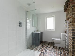 High Barnet Terrace House Transformation Model Projects Ltd Baños de estilo moderno