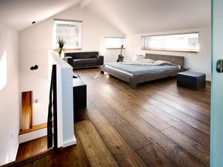 Gira, Giersiepen GmbH & Co. KG Modern style bedroom
