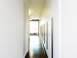 주식회사 착한공간연구소 Pasillos, vestíbulos y escaleras de estilo moderno