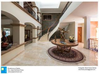 Casa Alberta Excelencia en Diseño Pasillos, vestíbulos y escaleras coloniales Mármol Beige