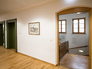 Sanierung Rathaus Fiedler + Partner Klassische Bürogebäude Holz Weiß