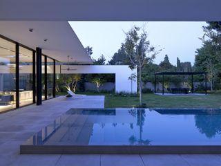 homify Modern pool