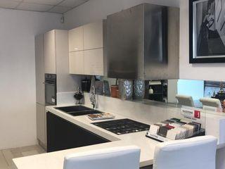 cucina M.H.I.D. MAIOCCHI HOUSE INTERIOR DESIGNER Cucina attrezzata