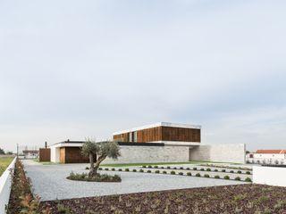 Marta House - Architecture: Risco Singular-Arquitectura Lda Arqº. Paulo Costa e Arqª. Sónia Abreu Risco Singular - Arquitectura Lda Jardins minimalistas