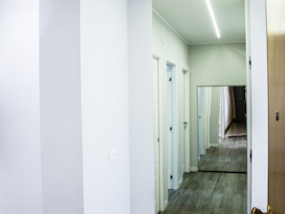 Effetti di luce Studio ARCH+D Ingresso, Corridoio & Scale in stile moderno
