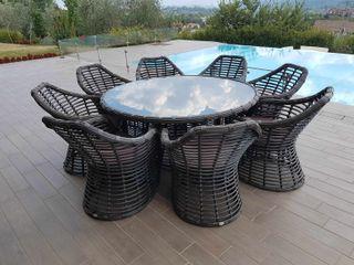 Tavolo e sedie da esterno di design Asteria Uniko