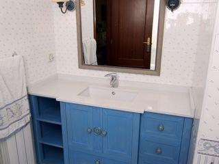 Mueble para lavabo Adrados taller de ebanistería Baños de estilo ecléctico
