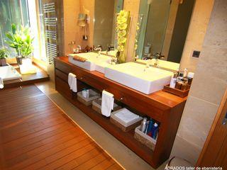 Muebles para baños vivienda unifamiliar. Adrados taller de ebanistería BañosLavabos Madera