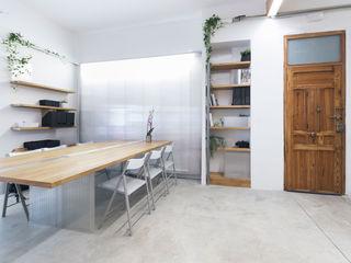 Eseiesa Arquitectos 地中海デザインの 書斎 白色