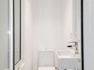 Gramil Interiorismo II - Decoradores y diseñadores de interiores Mediterranean style bathrooms