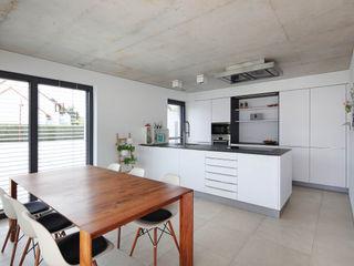 Wohnhaus A Architekturbüro zwo P Moderne Esszimmer