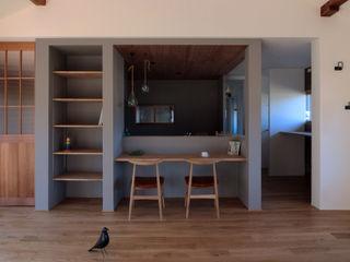 ALTS DESIGN OFFICE Столовая комната в рустикальном стиле Дерево Коричневый