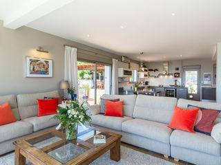 Home & Haus   Home Staging & Fotografía غرفة المعيشة Orange