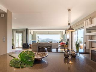 Home & Haus   Home Staging & Fotografía مطبخ ذو قطع مدمجة Beige