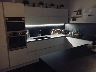 cucina bianco e nero cARTE di Andrea Giannozzi CucinaContenitori & Dispense Truciolato Bianco