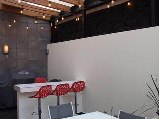 Franko & Co. Balkon, Beranda & Teras Gaya Industrial