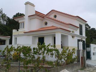 Pedro de Almeida Carvalho, Arquitecto, Lda Single family home Reinforced concrete White