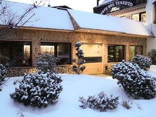 RI-NOVO Rustikale Geschäftsräume & Stores Holz Braun