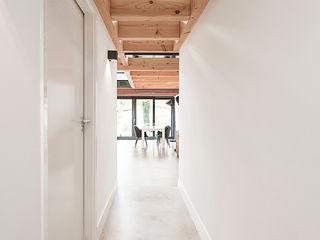 Bloot Architecture Koridor & Tangga Modern Beton