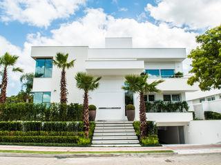 Rosas Arquitetos Associados 一戸建て住宅 白色