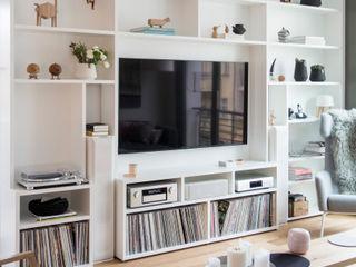 GANTZ - Wohnwand mit integriertem Fernseher und HiFi GANTZ - Regale und Einbauschränke nach Maß WohnzimmerTV- und Mediamöbel Holzwerkstoff Weiß