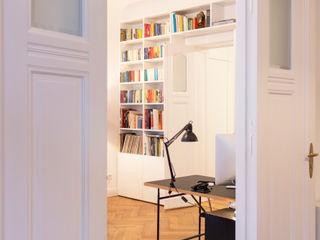 GANTZ- Bücherregal nach Maß um Tür GANTZ - Regale und Einbauschränke nach Maß WohnzimmerRegale Holzwerkstoff Weiß