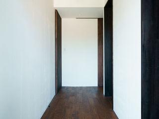 三角テラスの家 H建築スタジオ 和風の 玄関&廊下&階段
