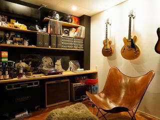 ナゴノハウス(狭小地における都市型住宅) H建築スタジオ モダンデザインの 書斎