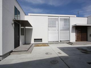 ルーバーの家 H建築スタジオ モダンな 家