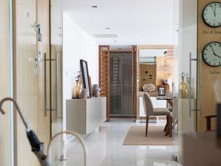 ShiStudio Interior Design Eclectic style corridor, hallway & stairs Wood Wood effect