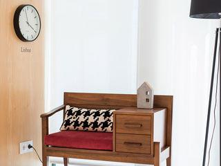 ShiStudio Interior Design Corridor, hallway & stairsSeating Wood Wood effect