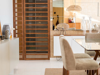 ShiStudio Interior Design Eclectic style dining room Wood Beige