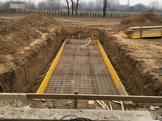 Piscina interrata in cemento armato , misure 2,60 x 9,5 x h 1,5 rivestita con piastrelloni . Aquazzura Piscine Giardino con piscina