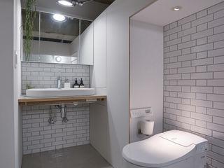 .8 / TENHACHI Salle de bainToilettes Tuiles Blanc