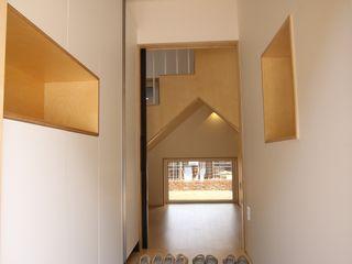 위드하임 Withheim 現代風玄關、走廊與階梯 White