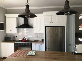 Nick and Nelly Kitchens КухняШафи і полиці Білий