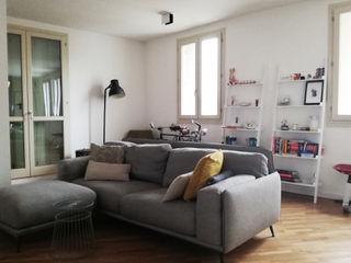 ALMA DESIGN Livings de estilo moderno