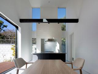 松岡淳建築設計事務所 Modern dining room White
