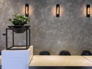 見和空間設計 Paredes y pisos de estilo industrial Concreto reforzado Gris