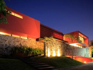 RED HOUSE Hernandez Silva Arquitectos 現代房屋設計點子、靈感 & 圖片