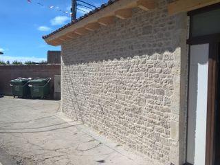 ARQUE PIEDRA RECONSTITUIDA SL Casa di campagna Cemento Grigio
