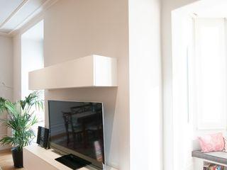 Reforma integral de apartamento modernista en Barcelona ETNA STUDIO Electrónica Contrachapado Blanco