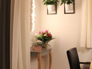 Wohnzimmer-Wand Kathameno Interior Design e.U. EsszimmerAccessoires und Dekoration Mehrfarbig