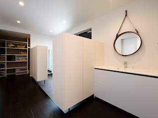 *studio LOOP 建築設計事務所 Couloir, entrée, escaliers modernes