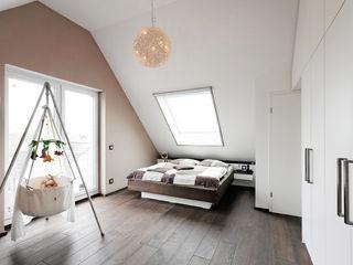 Koitka Innenausbau GmbH Minimalist bedroom