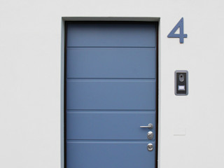 Casa con corte atelier architettura Porte d'ingresso