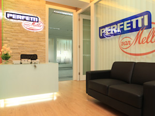 COLORFULL MODERN OFFICE @ MT HARYONO, JAKARTA PT. Dekorasi Hunian Indonesia (DHI) Kantor & Toko Modern